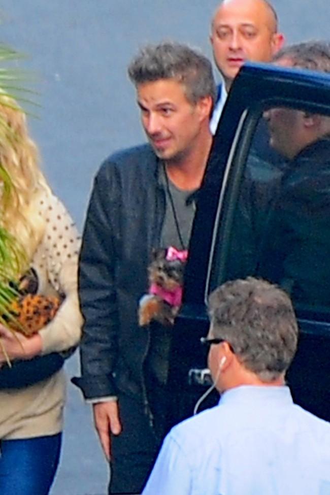 Britney Spears et Jason Trawick à Los Angeles avec leur chiot Hannah le 6 décembre 2012