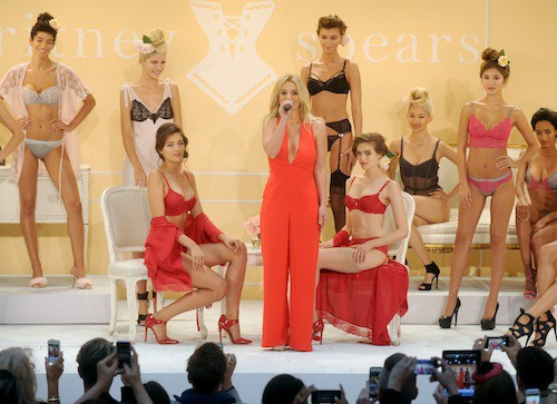 Photos : Britney Spears : elle s'invite à la Fashion Week de New York avec sa marque de lingerie !