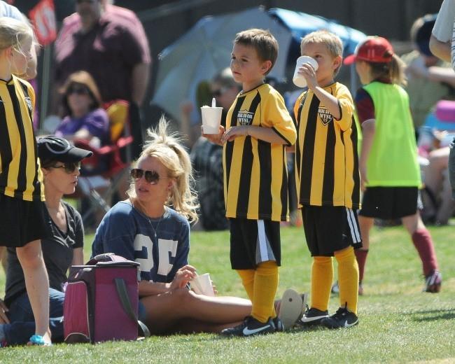 Britney Spears et ses fils à Woodland Hills, le 21 avril 2013.