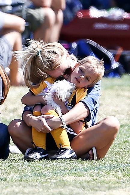 Britney Spears et son fils Jayden James à Woodland Hills, le 21 avril 2013.