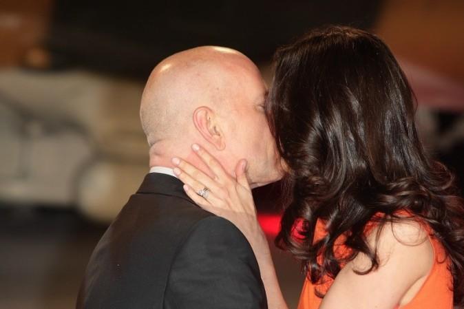 """Bruce Willis et sa femme Emma Heming lors de la première du film """"A Good Day to Die Hard"""" à Londres, le 7 février 2013."""