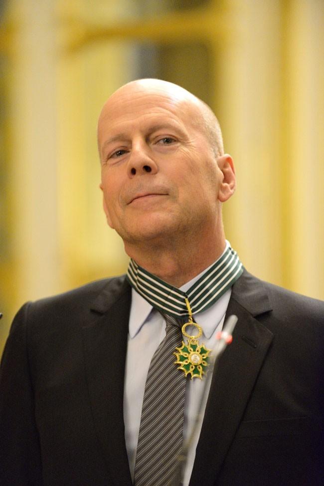 Bruce Willis fait Commandeur de l'ordre des Arts et des Lettres à Paris le 11 février 2013