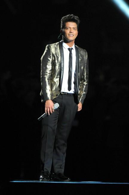 Bruno Mars lors de la mi-temps du Super Bowl, le 2 février 2014.