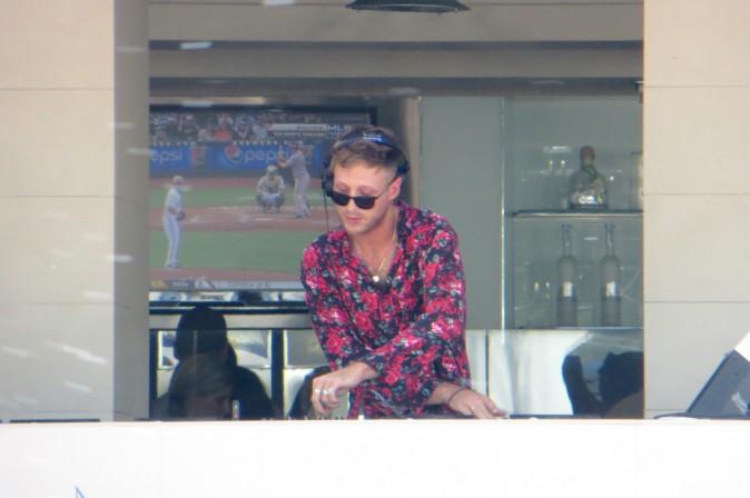 Photos : Calvin Harris : pendant que Rita Ora se fait du mauvais sang, il s'éclate sur scène !