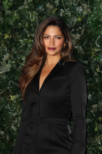 Camila Alves lors de la soirée QVC Red Carpet Style Party à Los Angeles, le 22 février 2013.