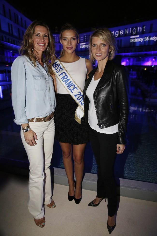 """Sophie Thalmann, Camille Cerf et Sylvie Tellier à la """"New Edge Nigh"""" organisée à la piscine Molitor le 15 septembre 2015"""