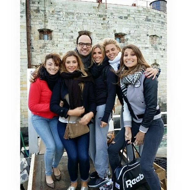 Camille Cerf, Sylvie Tellier, Laury Thilleman, Alexandra Rosenfeld, Rachel Legrain-Trapani et Jarry devant le fort