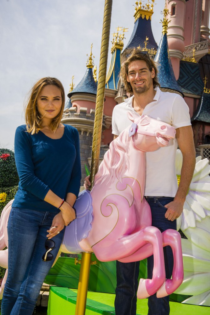 Photos : Camille Lacourt et Valérie Bègue in love à Disney !