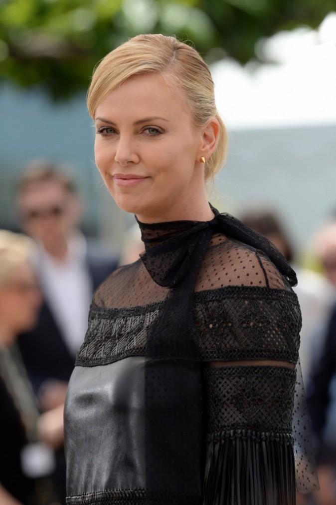 """Photos : Cannes 2015 : Charlize Theron divine et bien entourée pour """"Mad Max : Fury Road"""" !"""
