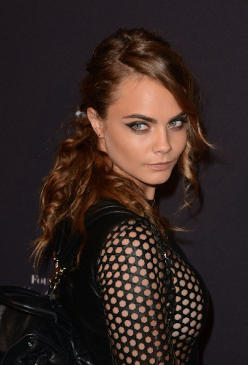 "Photos : Cara Delevingne : alerte au ""side boobs"" sur le red capret !"