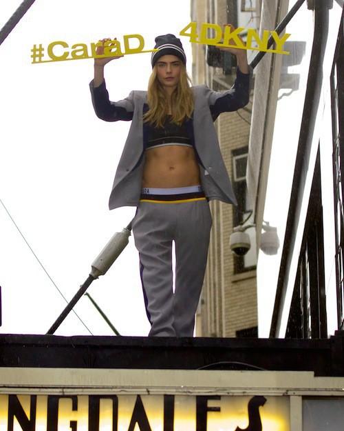 Photos : Cara Delevingne : au sommet, elle plane pour DKNY !
