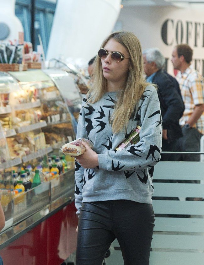 Cara Delevingne à l'aéroport Heathrow de Londres le 7 octobre 2013