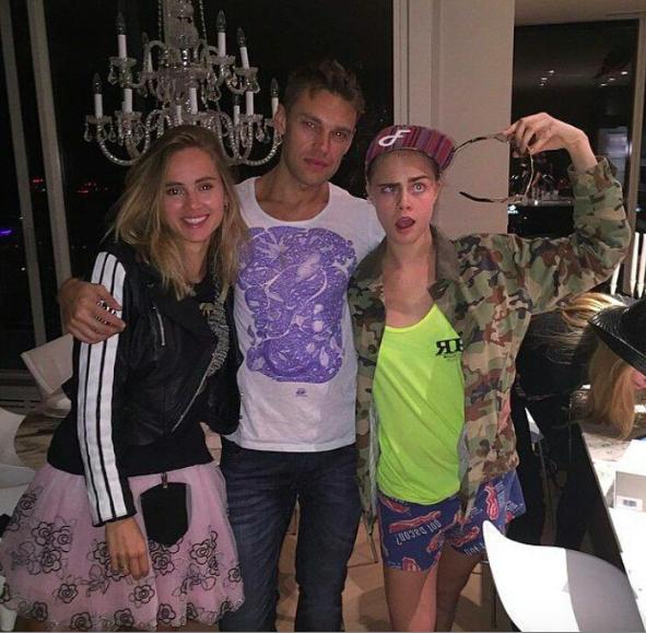 Photos cara delevingne entour e de sa ch rie et de ses amies pour un anniversaire de folie - Image de violetta et ses amies ...
