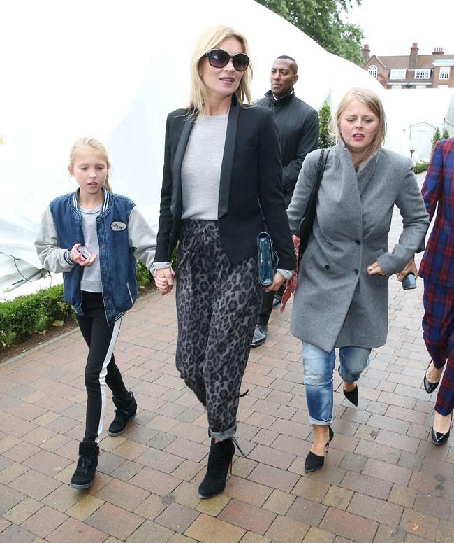 Kate Moss et sa fille Lila Grace au défilé Topshop à Londres le 15 septembre 2013