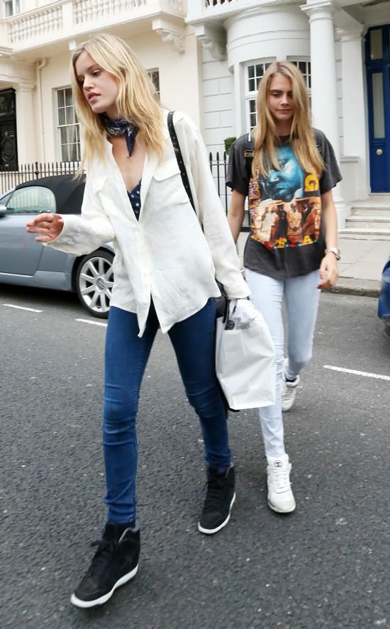 Photos : Cara Delevingne : la it-girl n'a pas l'air très fraîche pour sa virée dans les rues londoniennes !