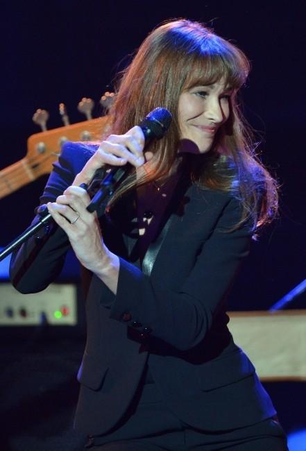 Carla Bruni sur la scène des Echo Music Awards à Berlin, le 21 mars 2013.