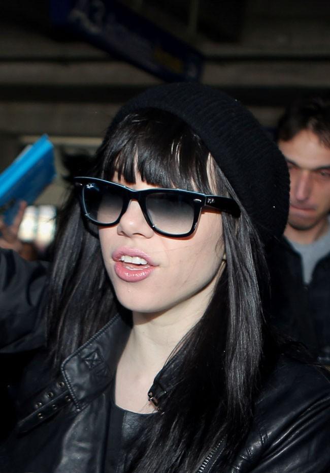 Carly Rae Jepsen à l'aéroport de Nice le 24 janvier 2013