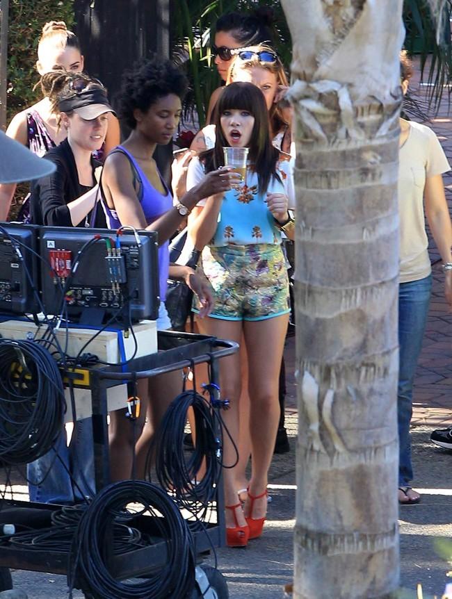 Carly Rae Jepsen sur le tournage de 90210 le 20 juillet 2012 à Los Angeles