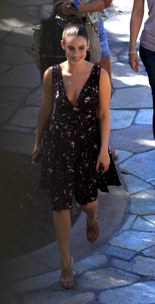 Jessica Lowndes sur le tournage de 90210 le 20 juillet 2012 à Los Angeles