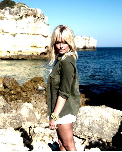 Caroline Receveur à la plage !