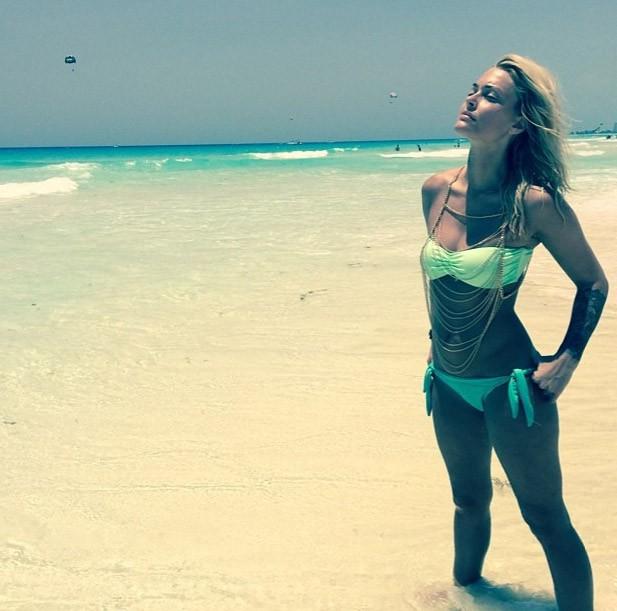 Caroline Receveur à Cancun