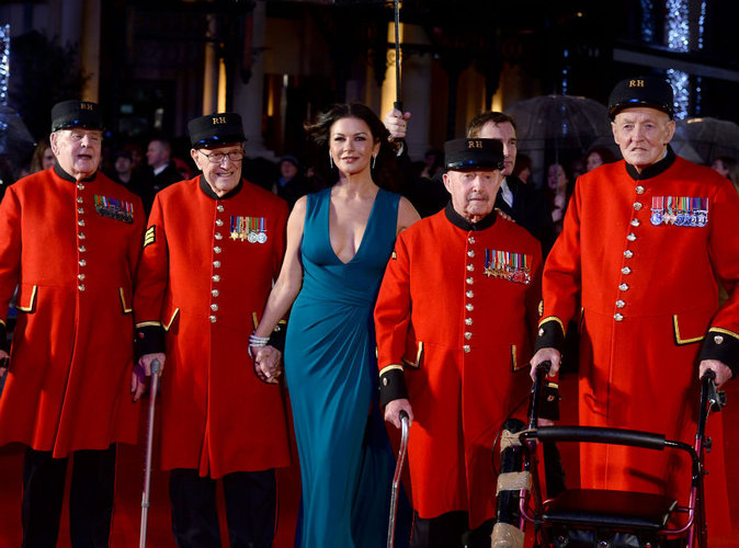 Photos : Catherine Zeta-Jones : son passement de jambes enflamme Londres