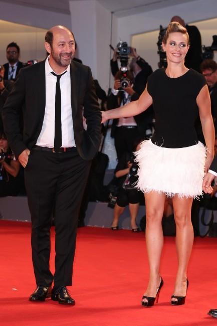 Cécile de France a tenté les plumes sur le red carpet