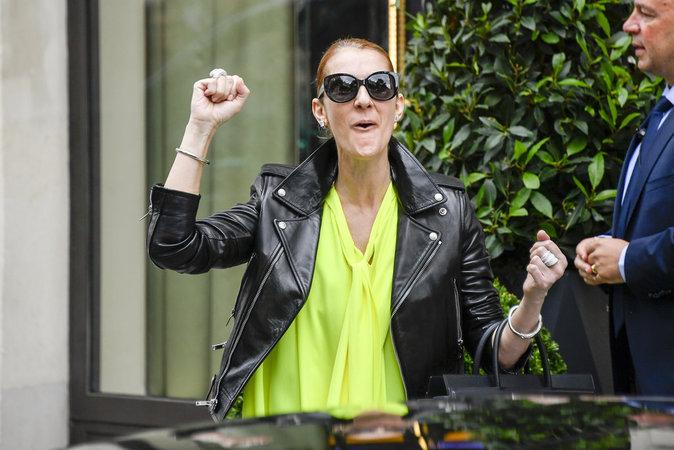 Céline Dion à la sortie de son hotel parisien, le 28 juin 2016
