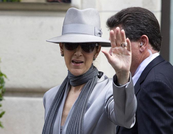 Céline Dion à la sortie de son hôtel parisien, le 2 juillet 2016