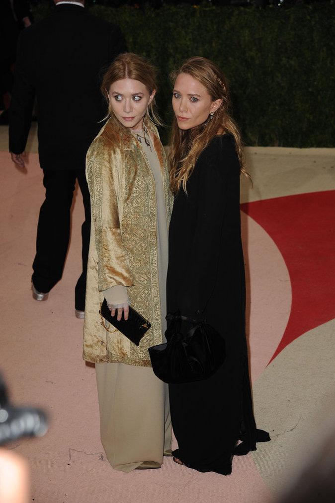 Mary-Kate Olsen et Ashley Olsen sont des femmes d'affaires et des créatrices de mode, elles ont lancé leur entreprise Dualstar