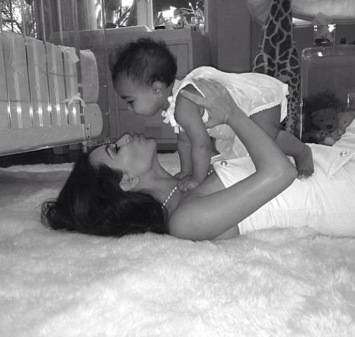Kim Kardashian pour la fête des mères …