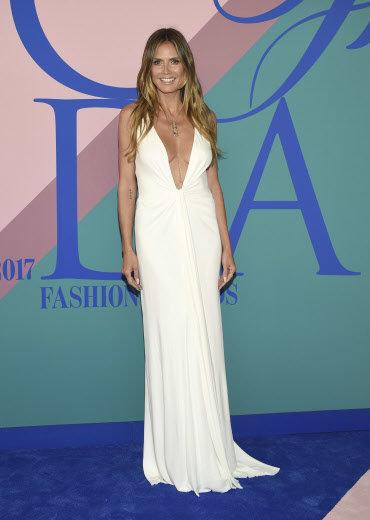 CFDA Awards 2017 : Heidi Klum très très décolletée !