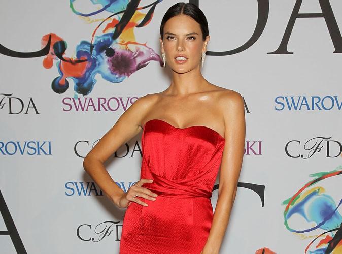 CFDA Fashion Awards : Alessandra Ambrosio enflamme le tapis rouge !