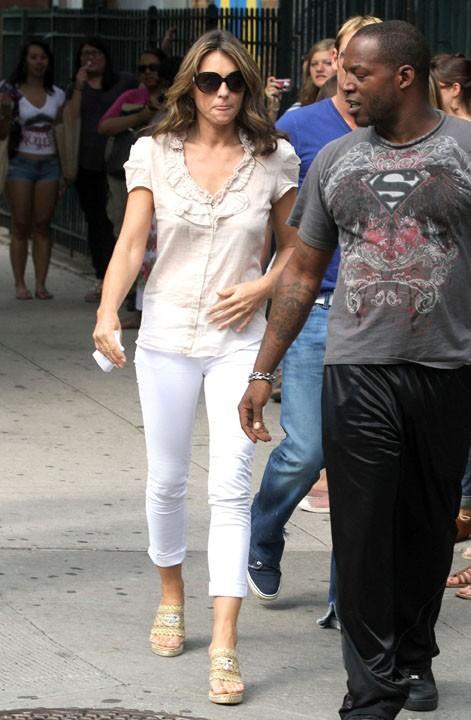 Elizabeth Hurley sur le tournage de Gossip Girl, le 27 juillet 2011.