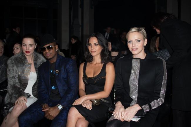 Melissa George, Ne-Yo, Olivia Munn et Charlène de Monaco lors du défilé Versace Haute Couture à Paris, le 20 janvier 2013.