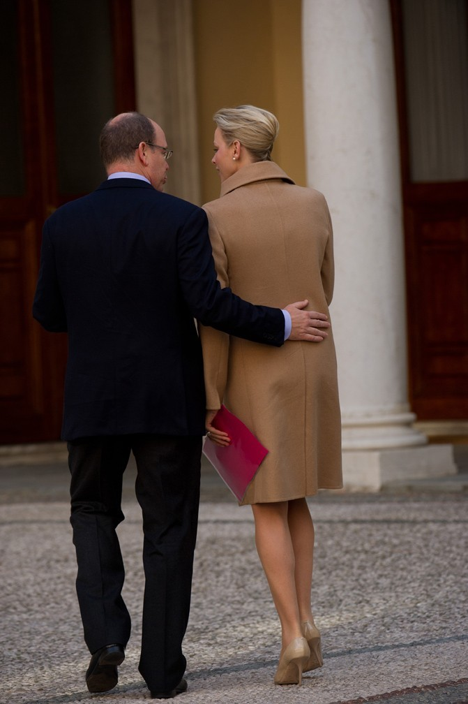 Charlene Wittstock et le prince Albert de Monaco lors de la cérémonie annuelle de l'arbre de Noël au Palais Grimaldi à Monaco, le 14 décembre 2011.