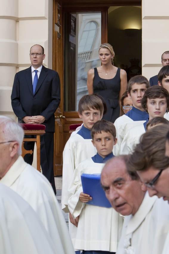 Charlène Wittstock et Albert de Monaco lors de la Fête-Dieu...