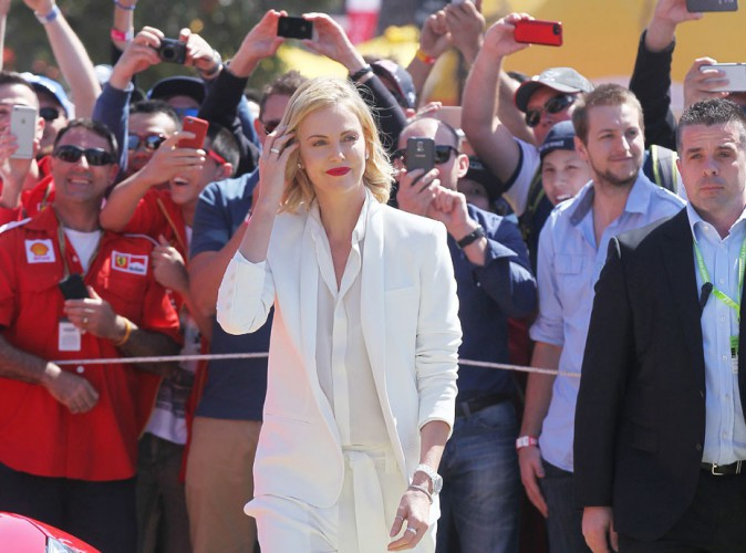 Charlize Theron : les fans de F1 n'avaient d'yeux que pour elle à Melbourne !