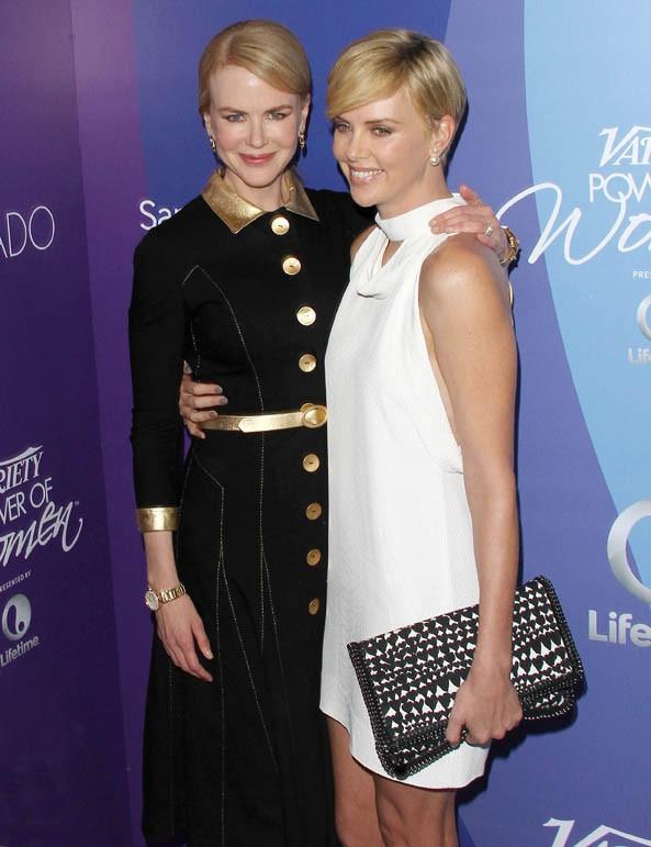 Charlize Theron, avec Nicole Kidman, à la soirée des Variety Power of Women organisée à Beverly Hills le 4 octobre 2013