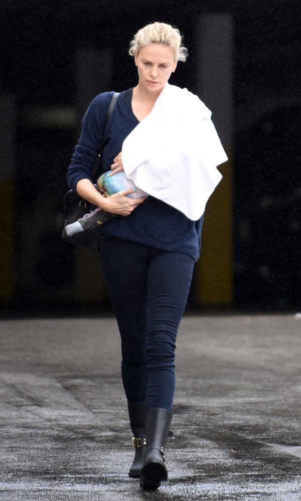 Charlize Theron avec sa fille à Los Angeles le 16 septembre 2015