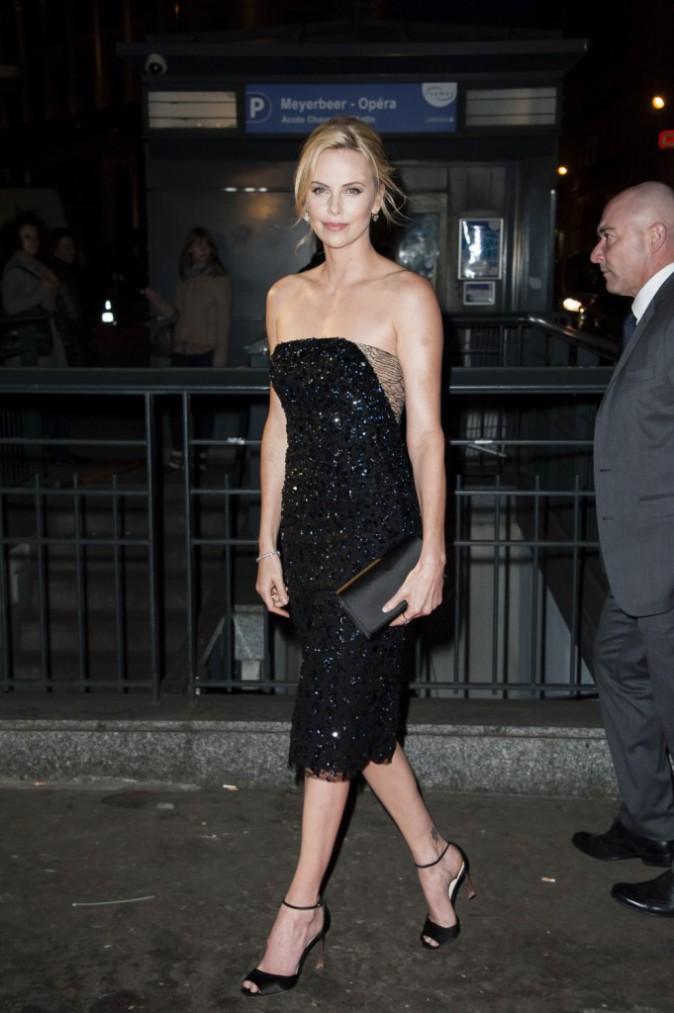 Photos : Charlize Theron : resplendissante et sans Sean Penn à Paris !