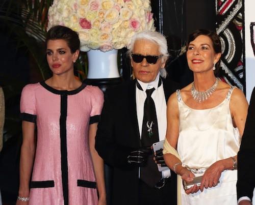 Charlotte Casiraghi, Karl Lagerfeld et Caroline de Monaco au 61ème Bal de la Rose à Monaco, le 28 mars 2015 !