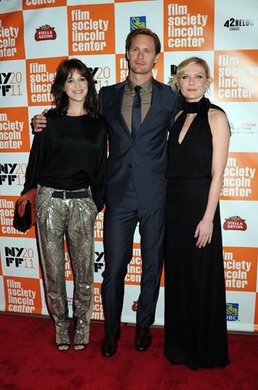 Charlotte Gainsbourg, Alexander Skarsgard et Kirsten Dunst lors de la première du film Melancholia lors du Festival du Film de New York, le 3 octobre 2011.