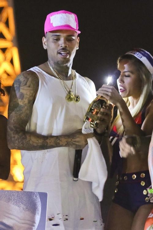 Photos : Chris Brown : bimbos et champagne à gogo pour ses 26 ans et la fin de ses ennuis !