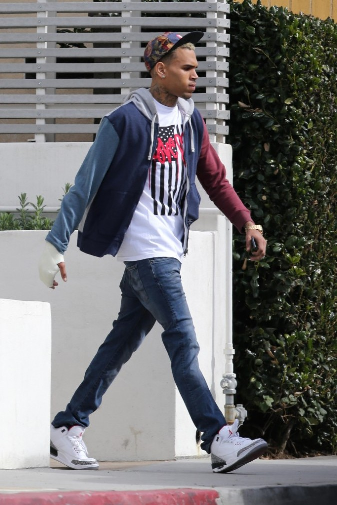 Chris Brown sortant de sa maison à Los Angeles, le 29 janvier 2013.