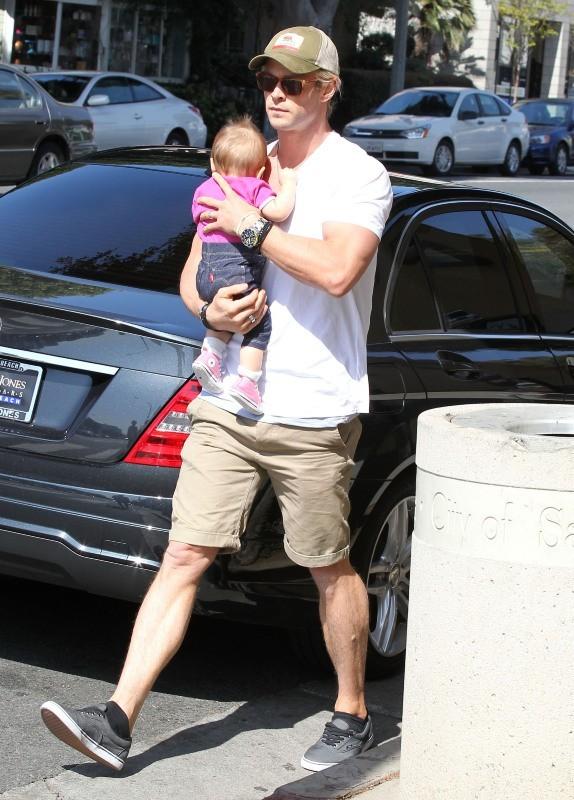 Chris Hemsworth et sa petite India, Venice, 23 avril 2013.