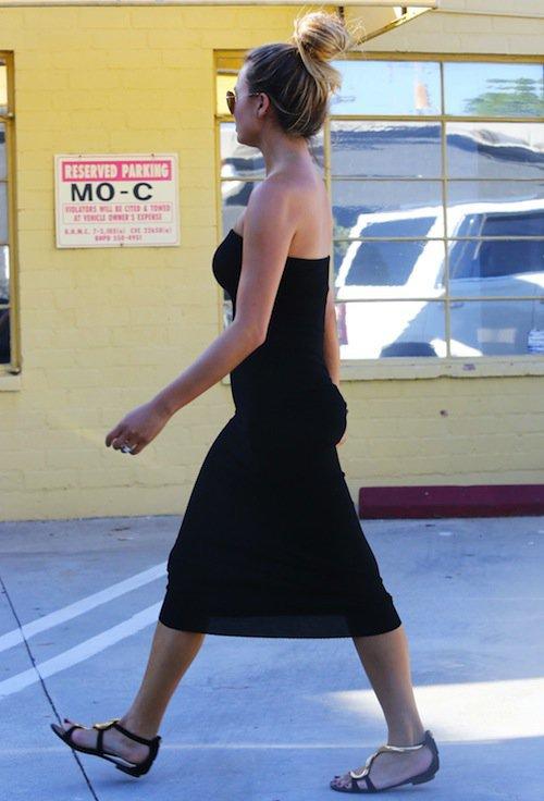 Photos : Chrissy Teigen enceinte : ça pousse !