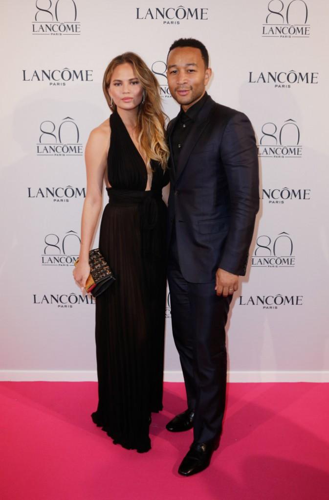Chrissy Teigen et John Legend à la soirée Lancôme le 7 juillet 2015