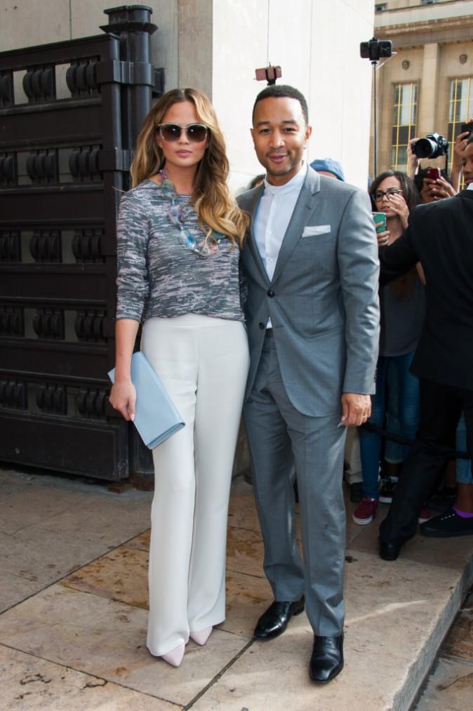 Chrissy Teigen et John Legend au défilé Giorgio Armani le 7 juillet 2015