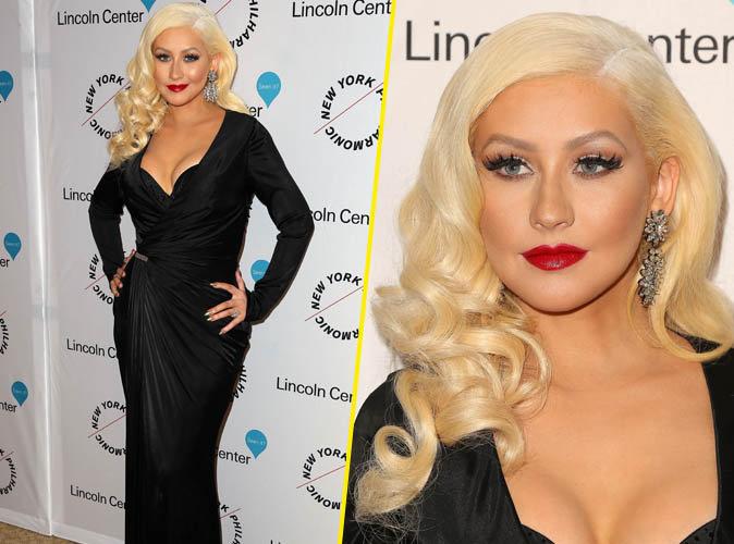 Christina Aguilera : décolleté plongeant et bouche rouge, elle joue les femmes fatales